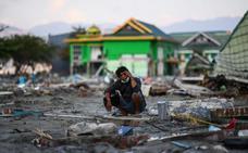 Hallan vivos a 31 menores atrapados en dos escuelas tras el seísmo en Indonesia