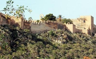 El Defensor del Pueblo andaluz pregunta a la Junta por la situación de las murallas milenarias de Almería