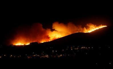 Cientos de evacuados por un incendio en los alrededores de Lisboa