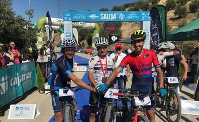 José Luis Carrasco y Manuel Beltrán brillan en el Dessafío Sierra Sur de Jaén BTT