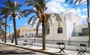 Tabernas 'sienta' a sus premios en la avenida principal durante el Almería Western Film Festival