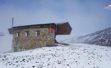 Caen los primeros copos de nieve de la temporada en Sierra Nevada