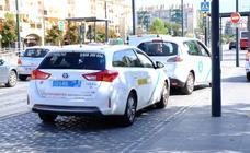 Así son las nuevas matrículas de los taxis de Granada: ¿por qué tienen ahora un color azul?