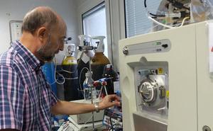 Investigadores de la UJA trabajan en la mejora de técnicas de laboratorio para detectar narcóticos y explosivos