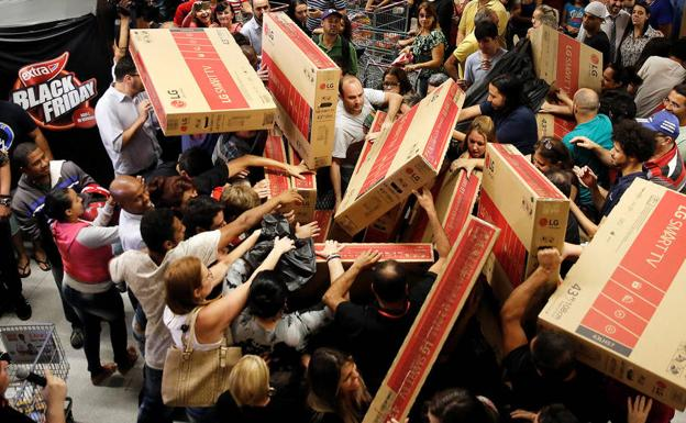 Locura por el Black Friday. /REUTERS
