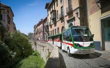 El tren turístico de Granada vuelve a funcionar con una ruta modificada tras subsanar sus problemas de seguridad