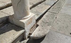 Destrozan los peldaños de acceso a la Catedral de Jaén