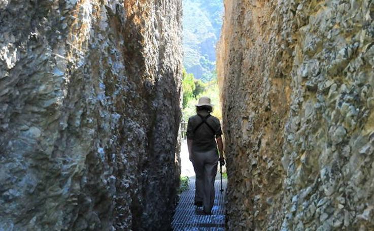 Granada ofrece una decena de rutas de senderismo para disfrutar del otoño
