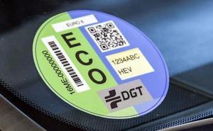 Pegatinas de la DGT: ¿dónde te multan por no llevarlas?