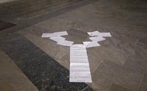 Árboles de papel en la Catedral de Granada y la Plaza del Carmen contra la «inminente tala» en la Chana