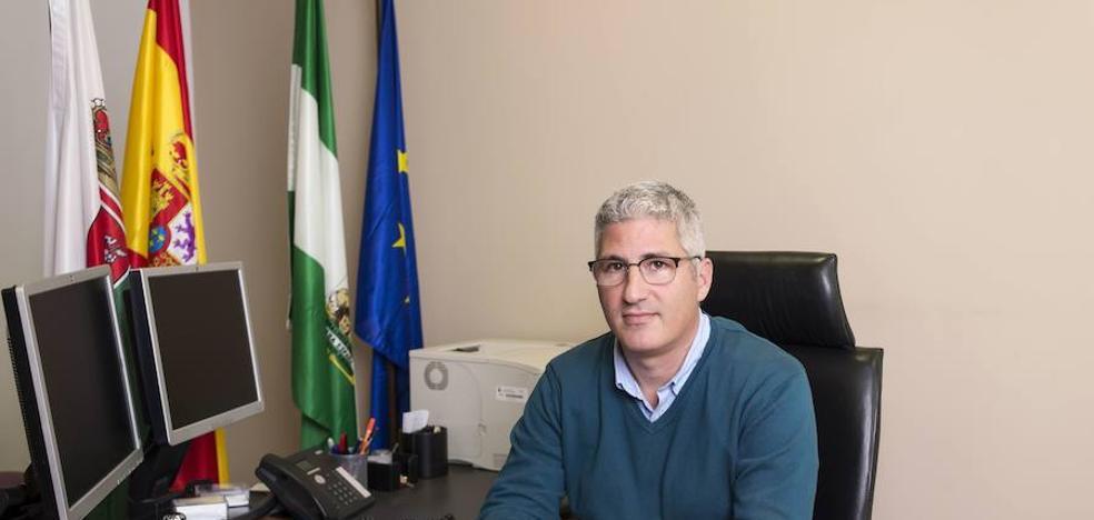 El alcalde de Huércal, sobre la moción: «A nadie le gusta que se lleven a su mujer de marcha»