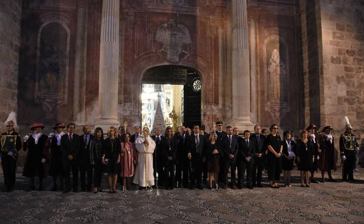 La Virgen del Rosario lleva por vez primera su «Granada de Oro»