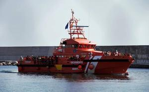 Rescatan a tres cadáveres y a 35 personas con vida en Almería