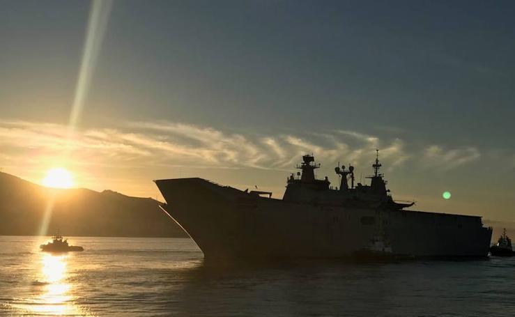 Llega a Motril el mayor buque de guerra construido en España