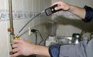 La Guardia Civil alerta sobre el timo de la luz y el gas a personas mayores