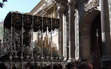 La Esperanza aguarda ya en la Catedral para ser coronada mañana