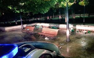 La Policía Local desaloja parques e impone multas por hacer botellón en la capital