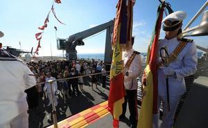 500 civiles juran bandera en el buque Juan Carlos I en Motril