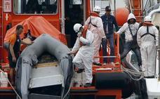 Trasladan a Motril a 246 inmigrantes rescatados de seis pateras en Alborán