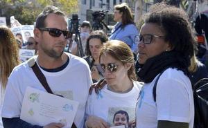 El exmarido de Ana Julia dice que su hija fallecida se escapaba por la ventana de la chabola