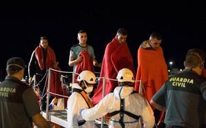Trasladan a Motril a 208 inmigrantes rescatados en cuatro pateras en Alborán