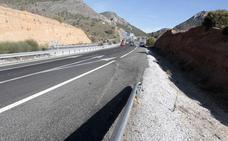 Una mujer herida grave al quedar atrapada en un coche accidentado en la A-92 en Huétor Santillán