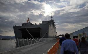 El mal tiempo obliga a suspender las visitas al buque Juan Carlos I