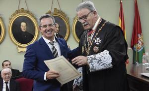 El Colegio de Abogados de Granada entrega los Botones de Oro y Plata a los letrados con 50 y 25 años de profesión