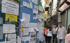 El Ayuntamiento intensifica la limpieza de octavillas en calles y mobiliario urbano con el inicio del curso