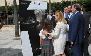 Almería viaja en el tiempo con una muestra a través de los '40 años de democracia'