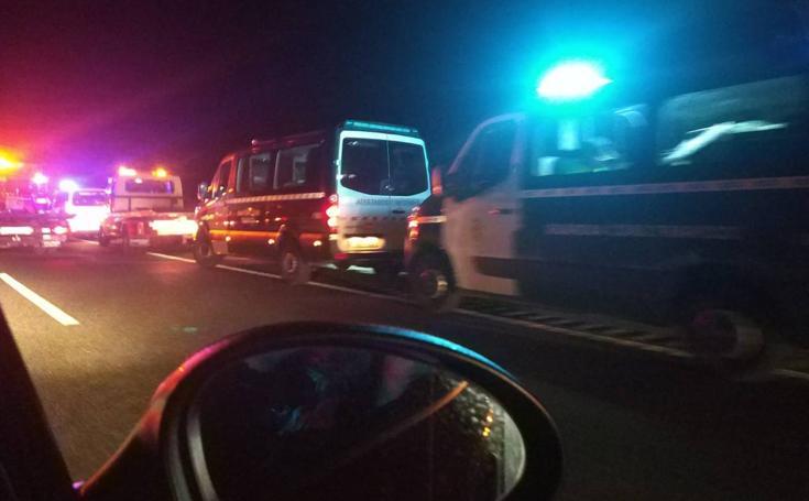 Un fallecido en un grave accidente en la A-92 entre un turismo y una ambulancia