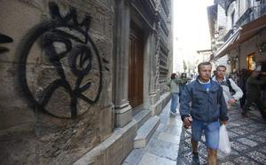 Aparece una nueva pintada en la Capilla Real de Granada