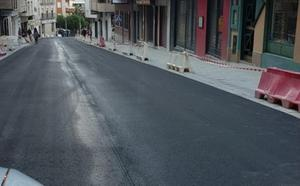 La calle Doctor Eduardo Arroyo, abierta nada más asfaltarse ayer por su incidencia en el tráfico