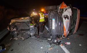 Muere el conductor de un coche que iba sin luces y chocó con una ambulancia en la A-92
