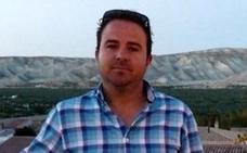 La vida del alcalde granadino que cobra 10 euros al año: «Me levanto a las 7 de la mañana y soy autónomo»