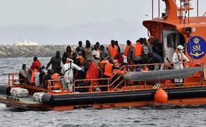 Rescatan a 50 personas de una patera y localizan otra en la isla de Alborán