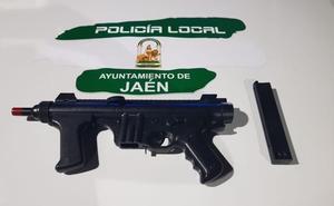 Denunciado por ametrallar con balines a peatones por las calles de Jaén