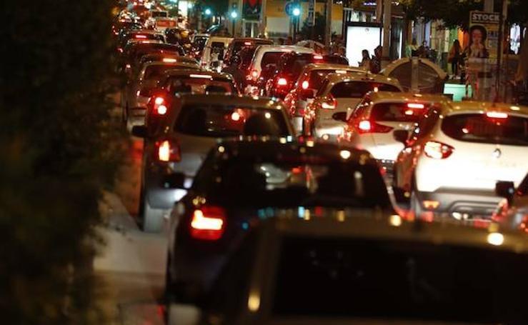 Camino de Ronda, completamente colapsado por el tráfico