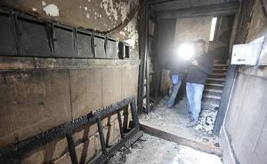 Susto por un incendio en un bloque de pisos en la calle Martínez de la Rosa en Granada