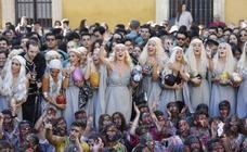 'Khaleesis' y Jon Nieve para celebrar en Granada el San Lucas 2018 de Medicina