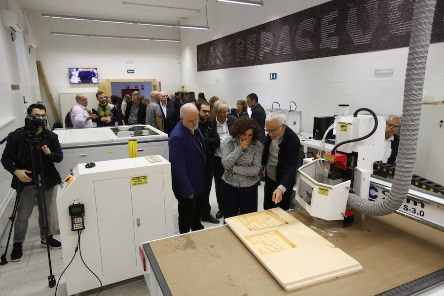 La rectora inaugura el laboratorio Maker Space de la UGR