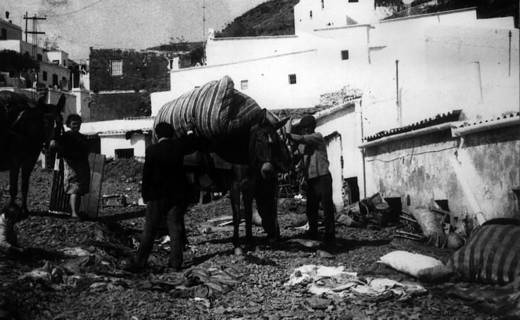 Así fue la 'nube' que destruyó La Rábita hace 45 años