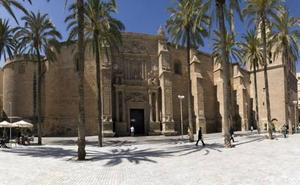 El Obispado de Almería denuncia por «grave ofensa» a un grupo de 'trap' por grabar un videoclip en la Catedral