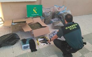 Detenidos en Atarfe cuatro «peligrosos delincuentes» con 52 kilos de marihuana