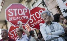 Desahucian a un matrimonio de jubilados con un hijo con discapacidad en Madrid