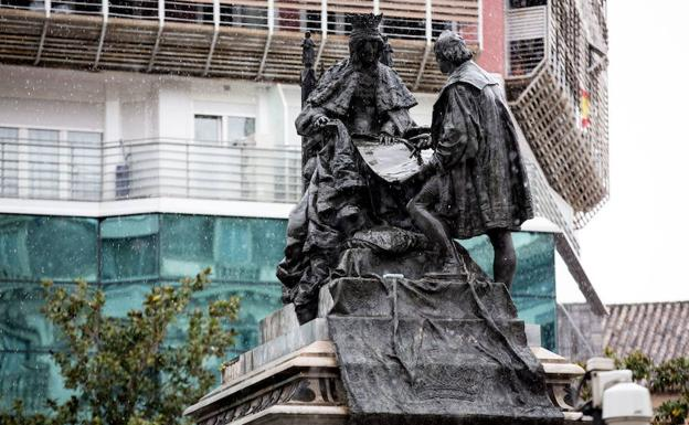 Estatua de Isabel la Católica en Granada