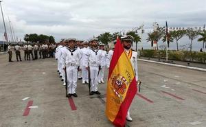 La Armada desfila por las calles de Malabo