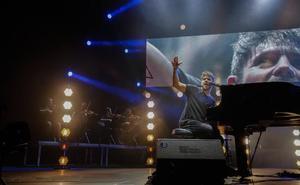 Pablo López vuelve a conquistar Granada con su voz y su piano