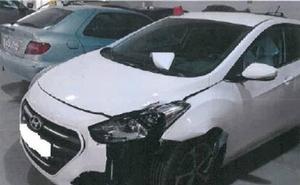 Localizan a un vehículo que se dio a la fuga tras colisionar contra una terraza y otro turismo de Granada