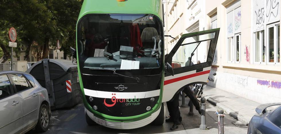 El Ayuntamiento de Granada abre por segunda vez un expediente al tren turístico, ahora vez por avería